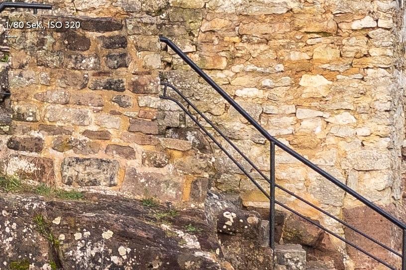 Name:  Crop Burg f8 Mitte.jpg Hits: 409 Größe:  291,2 KB