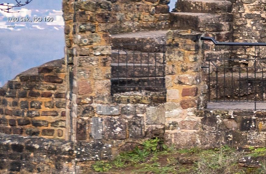Name:  Crop Burg f5.6 rand.jpg Hits: 646 Größe:  285,6 KB