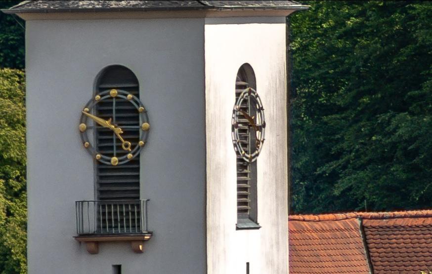 Name:  Crop Kirchenuhr 250mm f8.jpg Hits: 300 Größe:  155,9 KB