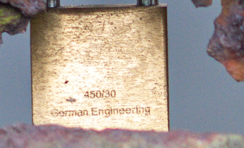 Name:  Crop Schloss.jpg Hits: 551 Größe:  209,5 KB