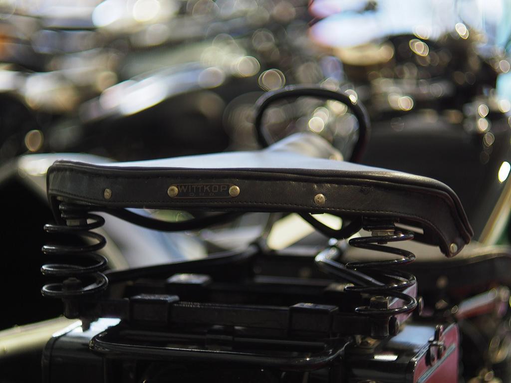 Alter Motorradsitz mit Sprungfedern