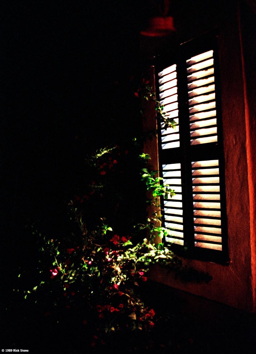 Bei Nacht am Haus