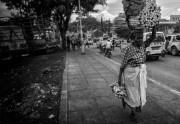 Eine alte Frau im Zentrum von Kampala
