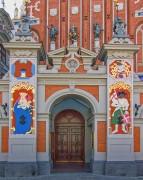 Tor zum Schwarzhäupterhaus in Riga von Fraenzel
