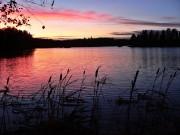 Abendstimmung an einem See in Finnland